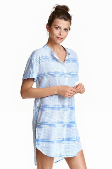 Short-sleeved nightshirt Model