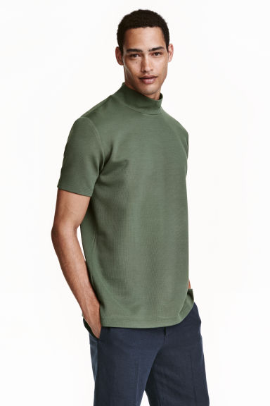 Turtleneck T-shirt - Khaki green - Men | H&M CN 1