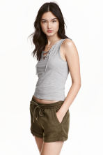 萊賽爾超短褲 - Dark khaki green - Ladies | H&M 2
