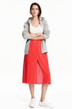Skirt with a slit - Red - Ladies | H&M CN 1