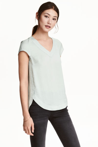 V-neck satin blouse - Light grey - Ladies | H&M CN 1