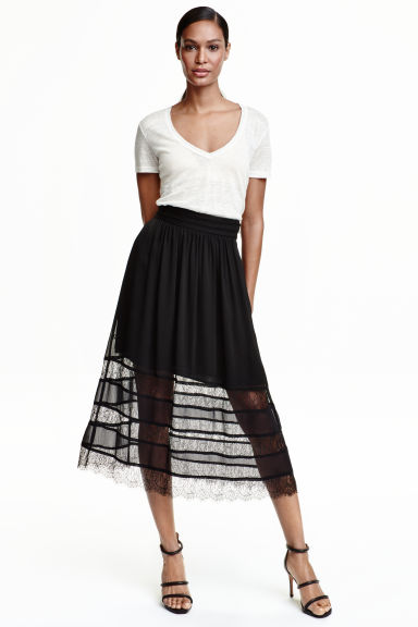 Chiffon skirt with lace Model