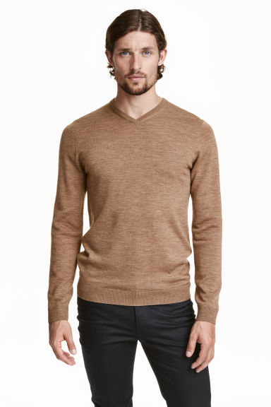 V-neck merino wool jumper - Light camel - Men | H&M