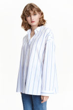 Oversized cotton shirt - White/Blue striped - Ladies | H&M CN 1