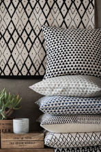 Patterned cushion cover - Natural white/Anthracite grey - Home All | H&M GB 1