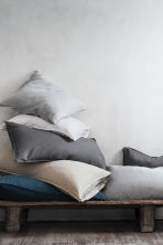 Washed linen pillowcase - Light grey - Home All | H&M CN 1