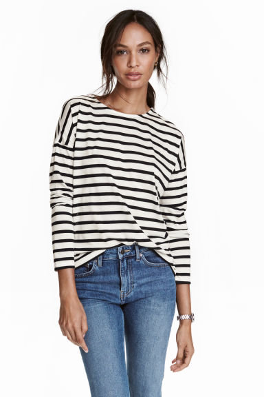 Aug 06, · i live in a small town without a shopping mall, and i was wondering if i can get h&m clothes online. i went on their website and could not find the right link. please help! thanks!! Update: oh and i live in the u.s., if that makes a jwl-network.ga: Resolved.