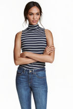 Sleeveless turtleneck top - Dark blue/Striped - Ladies | H&M CN 1