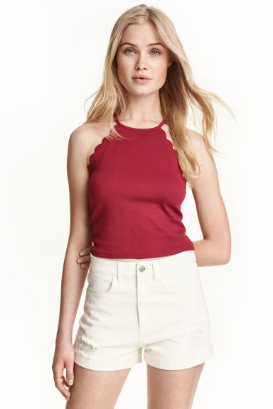 Scallop-edged top Model