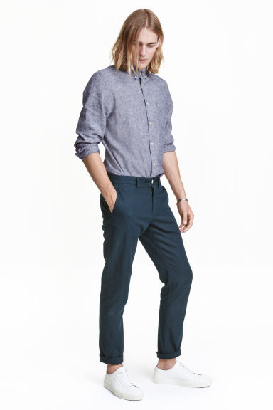 Trousers in a linen blend Model