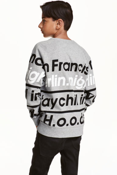 Printed sweatshirt Model
