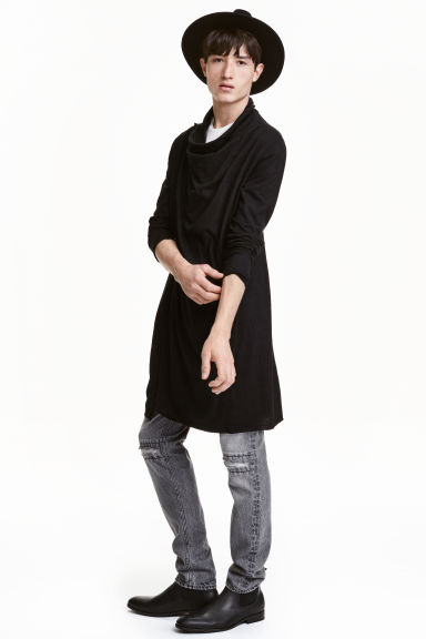 Wrapover cardigan Model