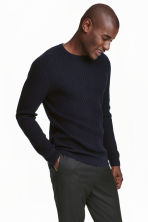 Jumper in a textured knit - Dark blue - Men | H&M CN 1