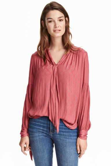 Textured blouse Model