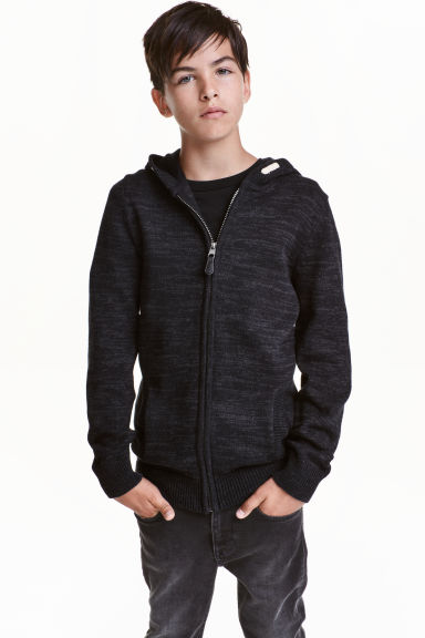 Knitted hooded jacket Model