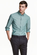 Premium cotton Oxford shirt - Dusky green - Men | H&M 1