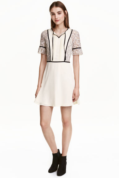 Dress in chiffon and lace - Natural white - Ladies | H&M GB 1