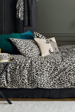 Leopard-print porcelain plate - White/Black - Home All | H&M CN 1