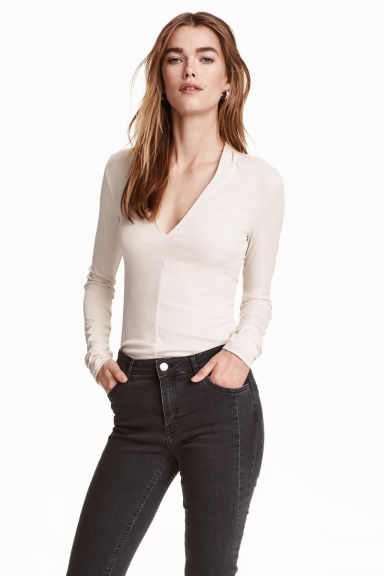 V-neck top - Light beige - Ladies | H&M 1