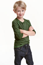 Long-sleeved Henley shirt - Dark green - Kids | H&M CN 1