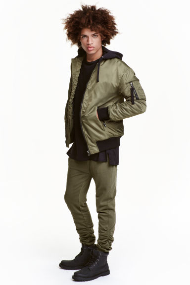 Joggers - Khaki green - Men | H&M CN 1