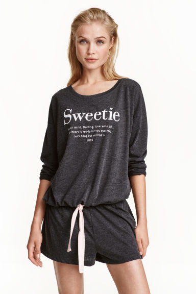Pyjamas with top and shorts Model