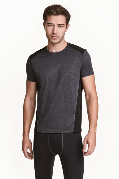 Short-sleeved sports top Model