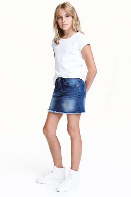 Denim skirt with raw-edge hem