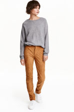 Trousers Slim fit - Camel - Ladies | H&M CN 1