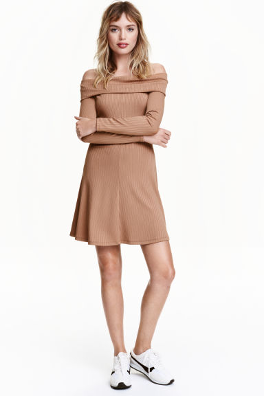 Off-the-shoulder dress - Light camel - Ladies | H&M CN 1