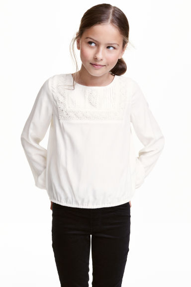 Blouse with a lace yoke - White - Kids | H&M CN 1