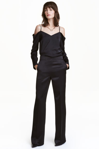 Wide suit trousers Model