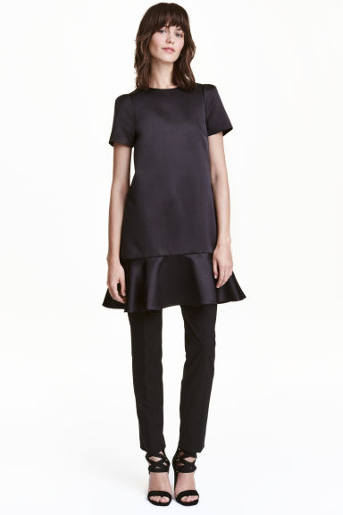 Abito in satin con volant - Nero - DONNA | H&M IT 1