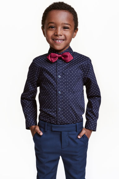 Shirt with bow tie/tie Model