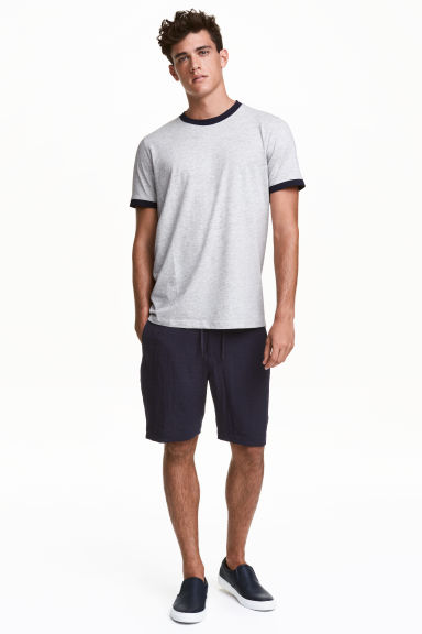 Knee-length shorts Model