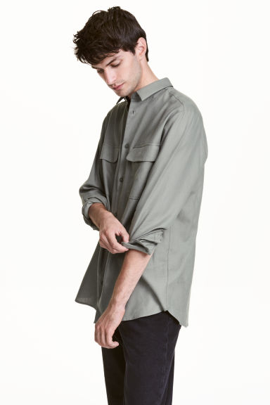 Cotton shirt with pockets Model