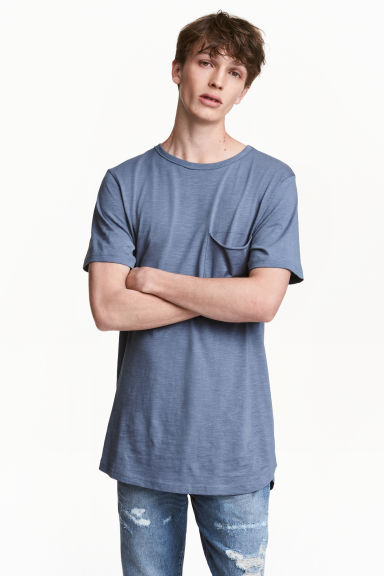 T-shirt with a chest pocket - Pigeon blue - Men | H&M CN 1