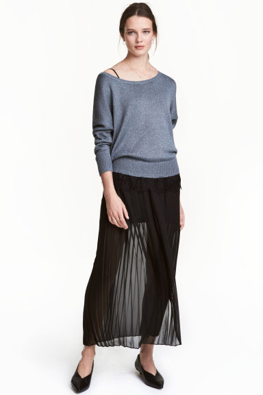 Pleated skirt Model