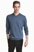 V-neck merino wool jumper - Pigeon blue - Men | H&M CN 1