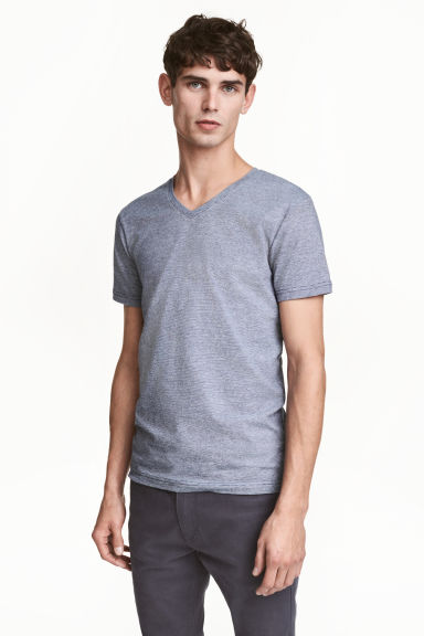 V-neck T-shirt Slim fit - Blue/Narrow striped - Men | H&M CN 1