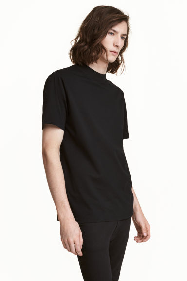 T-shirt with a ribbed trim Model