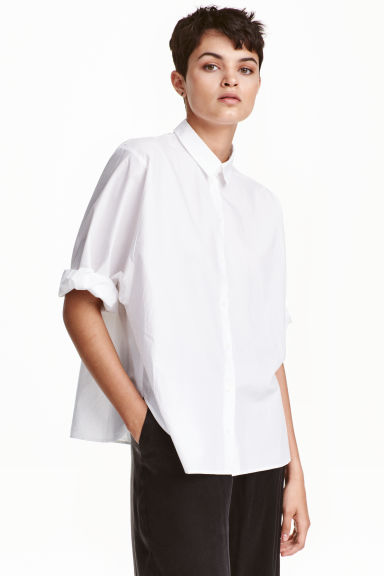 Wide shirt in premium cotton Model