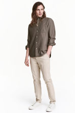 Chinos Skinny fit - Light beige - Men | H&M 1
