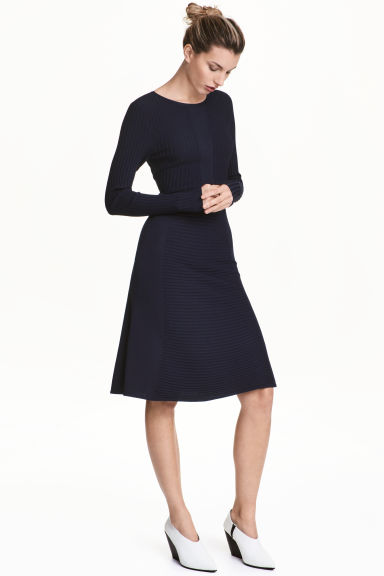 Knitted dress - Dark blue - Ladies | H&M CN 1