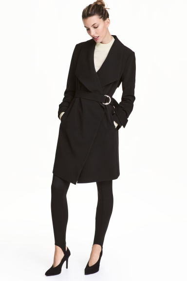 Coat with draped lapels Model