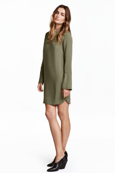 Crêpe dress - Khaki green - Ladies | H&M 1