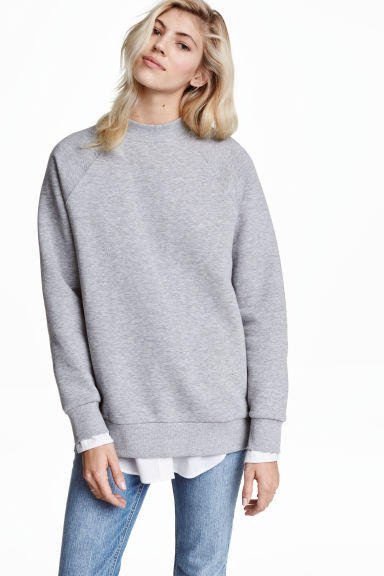 Sweatshirt with raglan sleeves Model