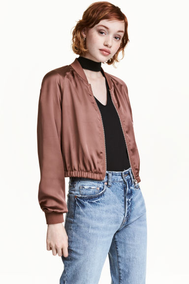 Short bomber jacket Model