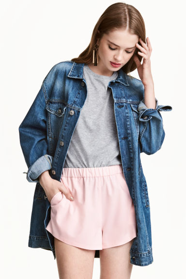 Long denim jacket Model