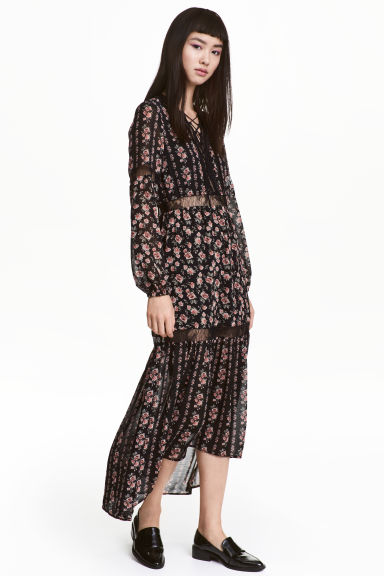 Chiffon maxi dress - Black/Roses - Ladies | H&M CA